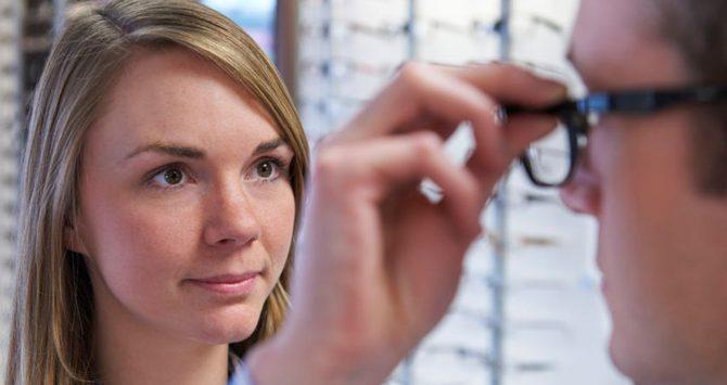 8 motivos pra você não fazer exame de vista grátis nas óticas
