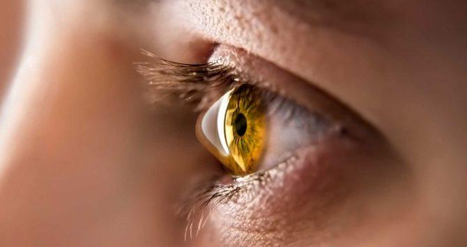 Campanha Junho Violeta alerta para o perigo de coçar os olhos