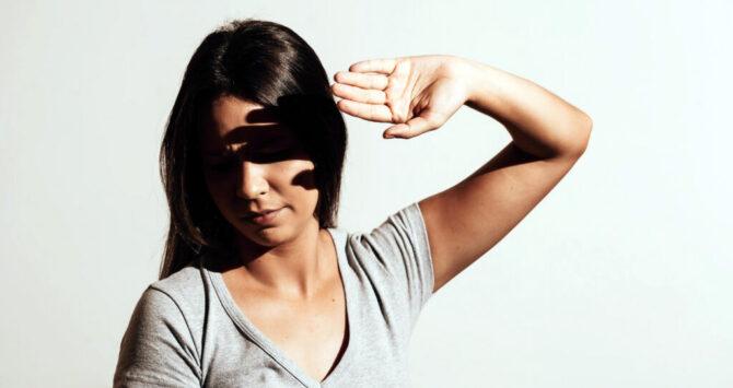 Fotofobia: por que o problema é mais comum em pessoas com olhos claros?